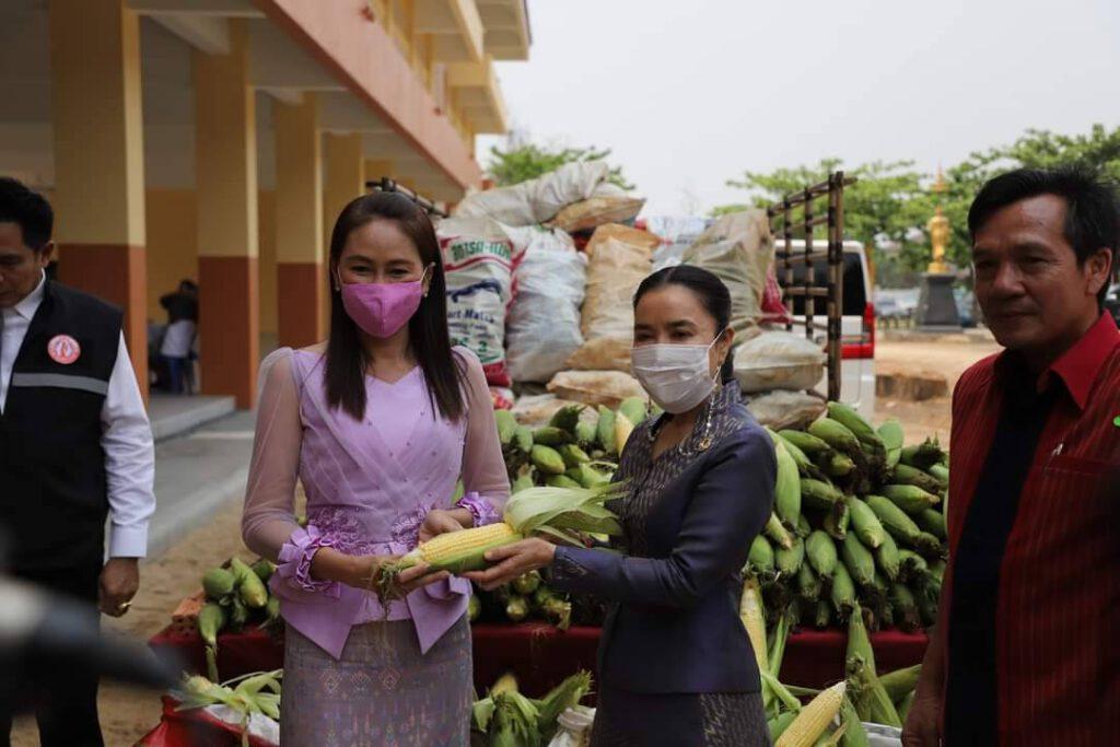 """ดร.ยลดา"""" ชี้ ภาครัฐต้องระดมกำลัง ช่วยเกษตรกรฯ หลังราคาข้าวโพดหวาน ตกต่ำ ร่วมกับจังหวัด รับซื้อผลผลิต ณ สนามหน้าศาลากลางจังหวัดนครราชสีมา"""