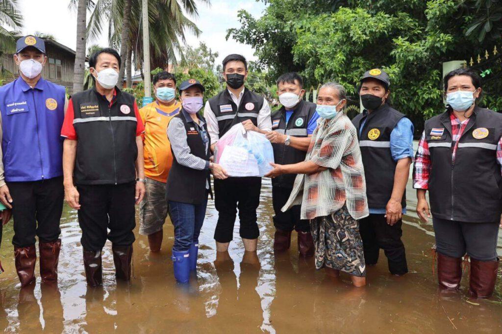 อบจ.โคราช ลงพื้นที่ ช่วยเหลือพี่น้องประชาชน มอบถุงยังชีพ น้ำท่วม อ.ด่านขุนทด